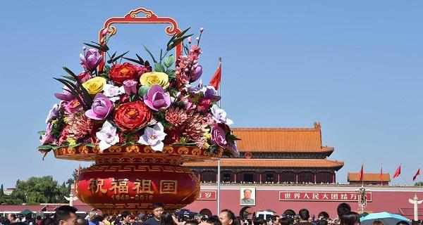 北京天安门花坛摆放至10月中旬 应用多种技术手段
