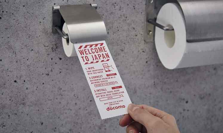 """为提升游客印象 日本机场提供""""手机专用厕纸"""""""