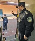 60岁铁警坚守岗位:让自己的最后一次春运不留遗憾
