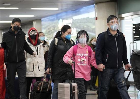 """武漢(han)""""解封""""後首(shou)趟返京列車抵達北京西站(組圖)"""