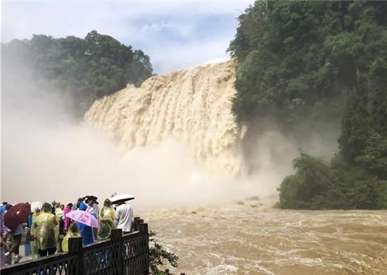受持续降雨影响 贵州黄果树瀑布迎来今年入汛最大水量