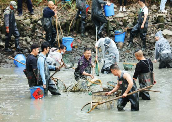 2020年双西合璧系列活动之西溪干塘节在西溪湿地方塘水上舞台启幕 零距离感受渔获的喜悦