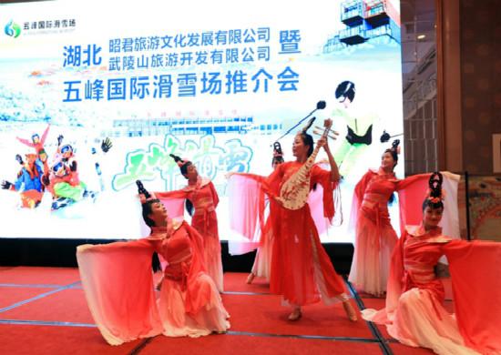 2020-2021五峰全民滑雪季在武汉启动 向2022北京冬奥会的致敬