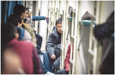 """春运故事:铁路公安民警的""""火眼金睛"""""""