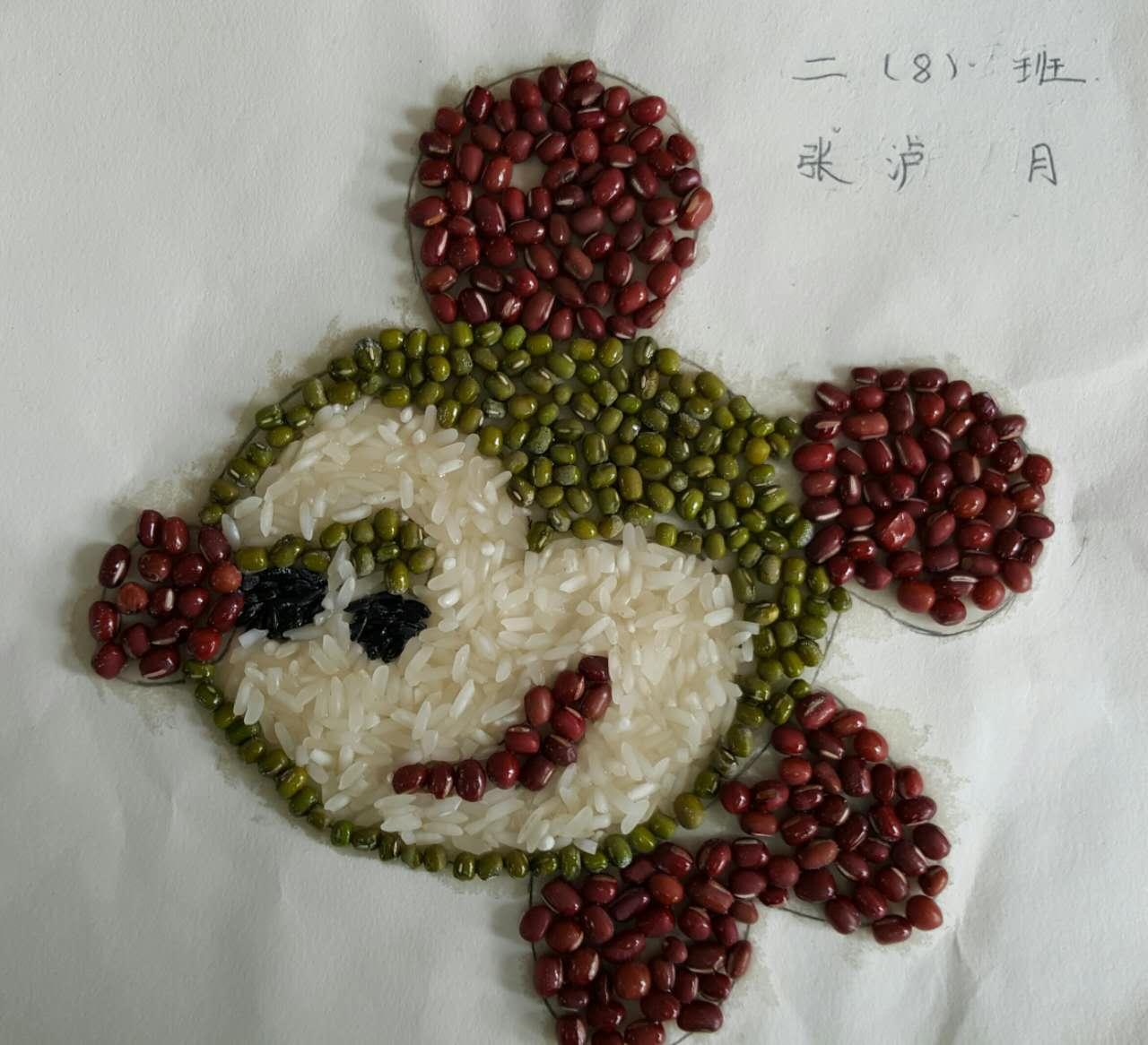 城南小学学生用五谷杂粮作画 图