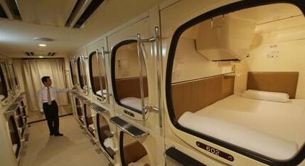 青岛机场开设国内首家胶囊旅馆将试运行