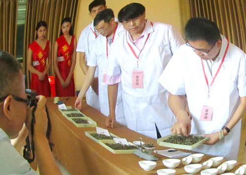6月5日,茶王争霸大赛决赛评选现场。
