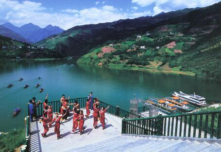 """巴东神农溪纤夫文化旅游景区""""传统木船拉纤"""",""""橡皮艇漂流""""的门票价格"""