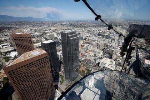 300米高空的透明玻璃滑梯 你敢玩吗?