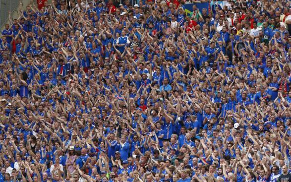 冰岛霸气庆祝仪式 冰岛十分之一人口随队出征