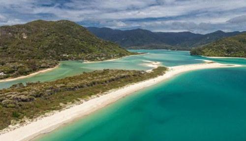 """新西兰4万人众筹买""""地球最美海滩""""捐给国家"""