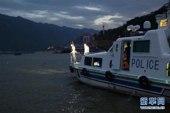 重庆巫山,快艇翻沉事故,10人获救