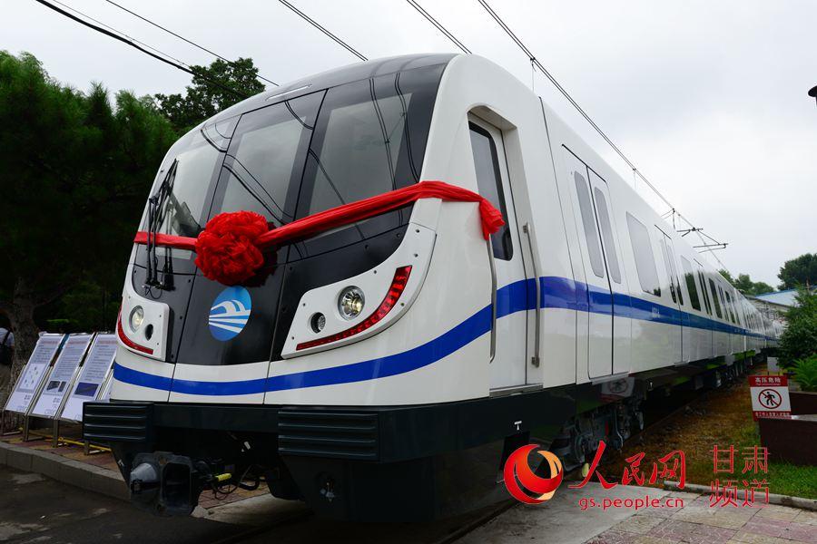 甘肃兰州轨道交通首列电动客车在长春正式下线高清图片