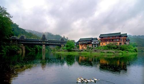 皇都侗文化村:环境优美 山清水秀