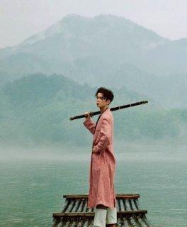 吴磊《时尚芭莎》杂志图曝光 完美诠释浪迹江湖的少年剑客(图)