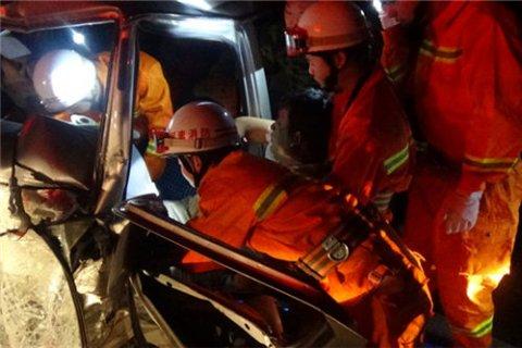 消防员出警遇父亲出车祸 父亲说先救别人
