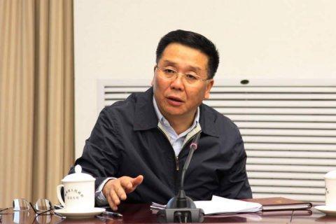 茅台董事长李保芳:茅台不会跟风提价 零售价1200元差不多