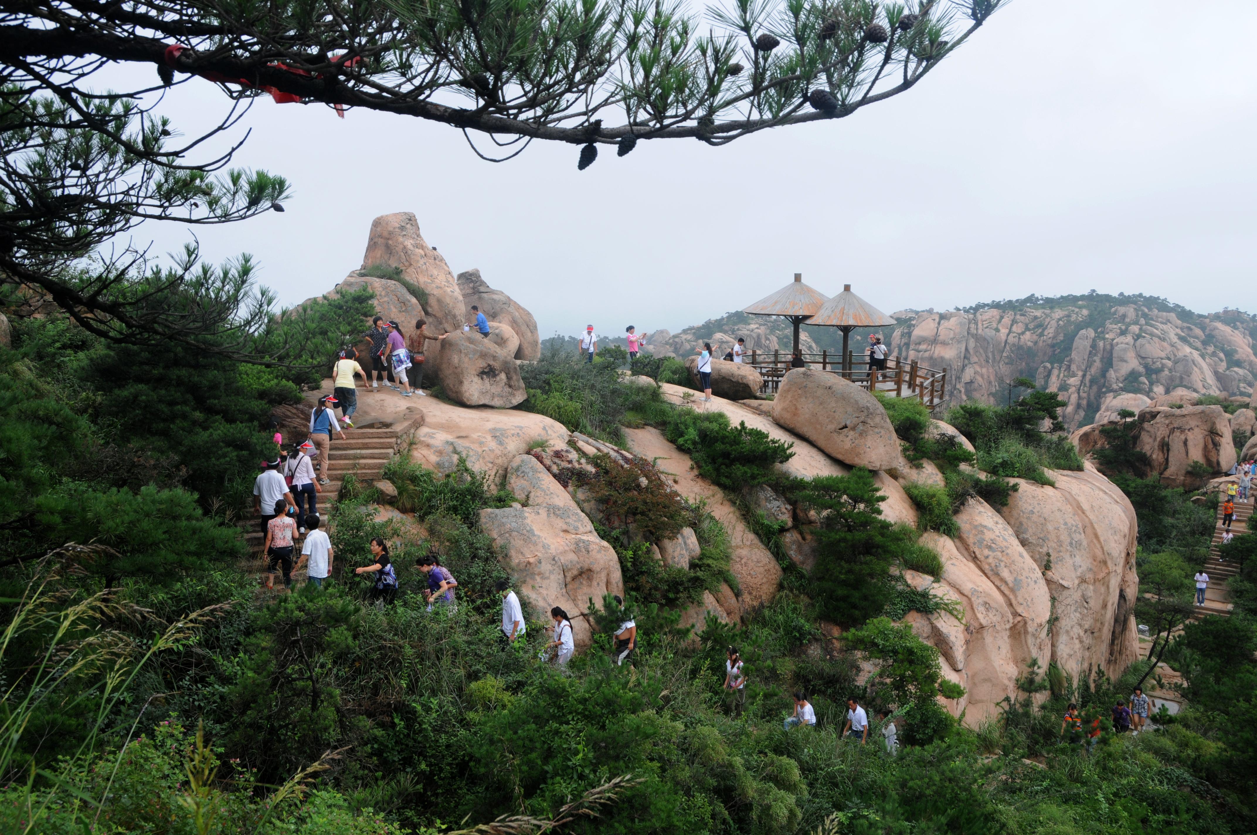 山风景名胜区,位于鲁东南沿海城市日照五莲县东南,东邻避暑胜地青岛