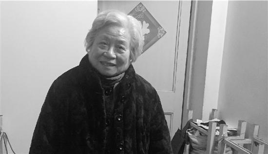 83岁奶奶给小区保洁员发红包:只要我活一年就发一年