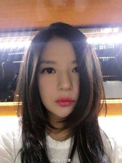 赵薇自拍美照曝光 红唇+长脸还是那个范儿