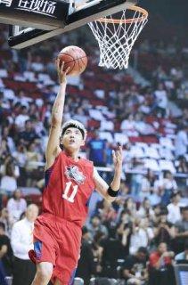 吴亦凡带伤上阵  篮球名人赛再现灌篮高手