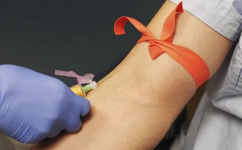 """献血证无偿变有偿 """"血贩子""""卖证可卖到1万元"""