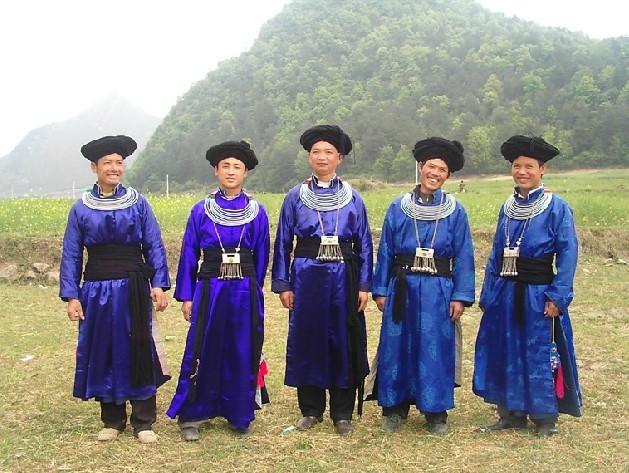 摆雅苗族男士服饰-广顺摆雅村服饰文化 异彩纷呈 张而不扬图片