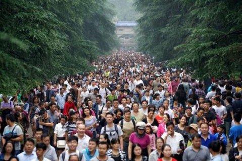 """小丽一家人""""十一""""黄金周乘火车去北京旅游,路上行驶了11小时."""