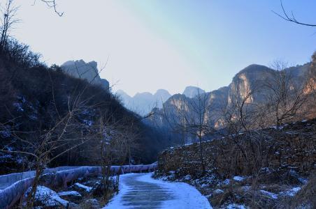 紫云山风景区:峭壁若屏 石相丛生