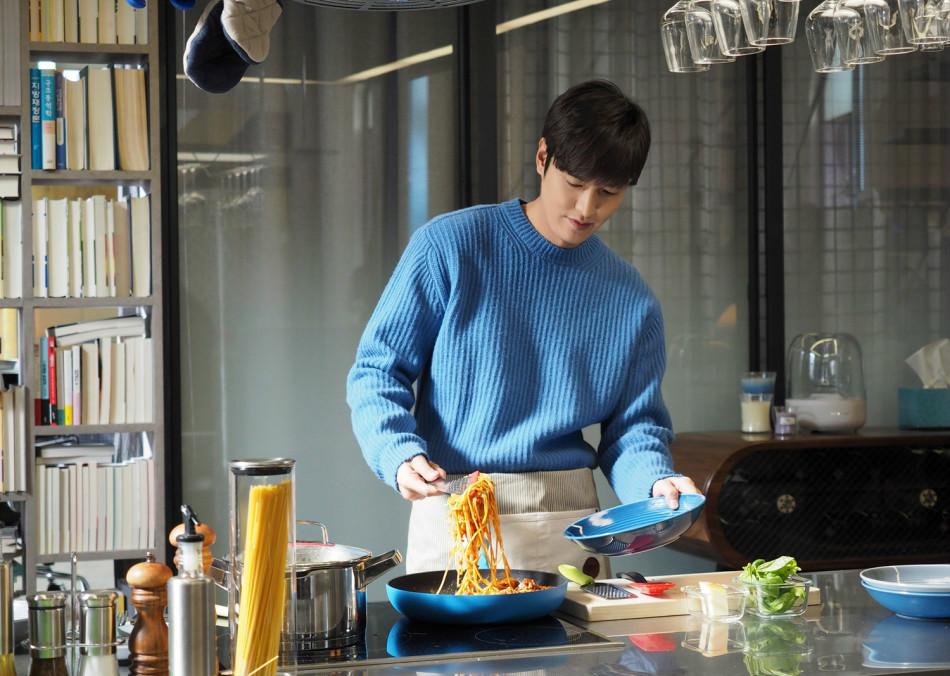 《蓝传》李敏镐变身做料理女尸男人第9集第性感暴露性感图片