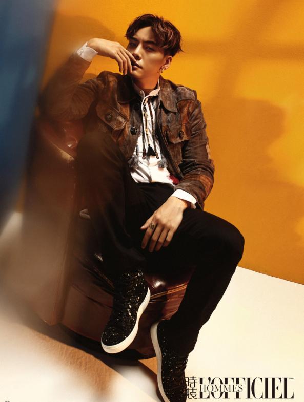 陈伟霆登时装男士封面:下一步踏向哪里都是正确的