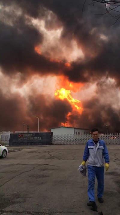 天津临港工业区燃气管道破裂发生火灾 暂无人员伤亡.jpg