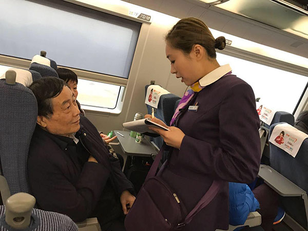 宗庆后乘坐高铁二等座