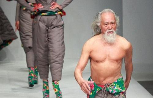 80岁的王德顺在米兰T台走秀