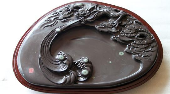 """苴却砚:莹洁滋润石晶绚丽丰富 被誉为""""中国彩砚"""""""