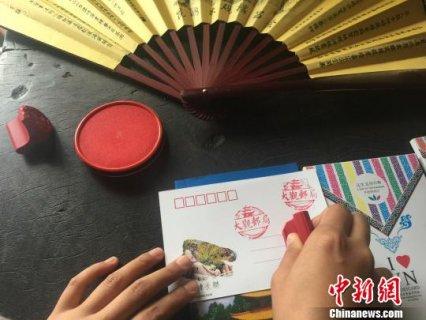 """云南首个仿清主题邮局开业 """"时空邮局""""引年轻人围观"""