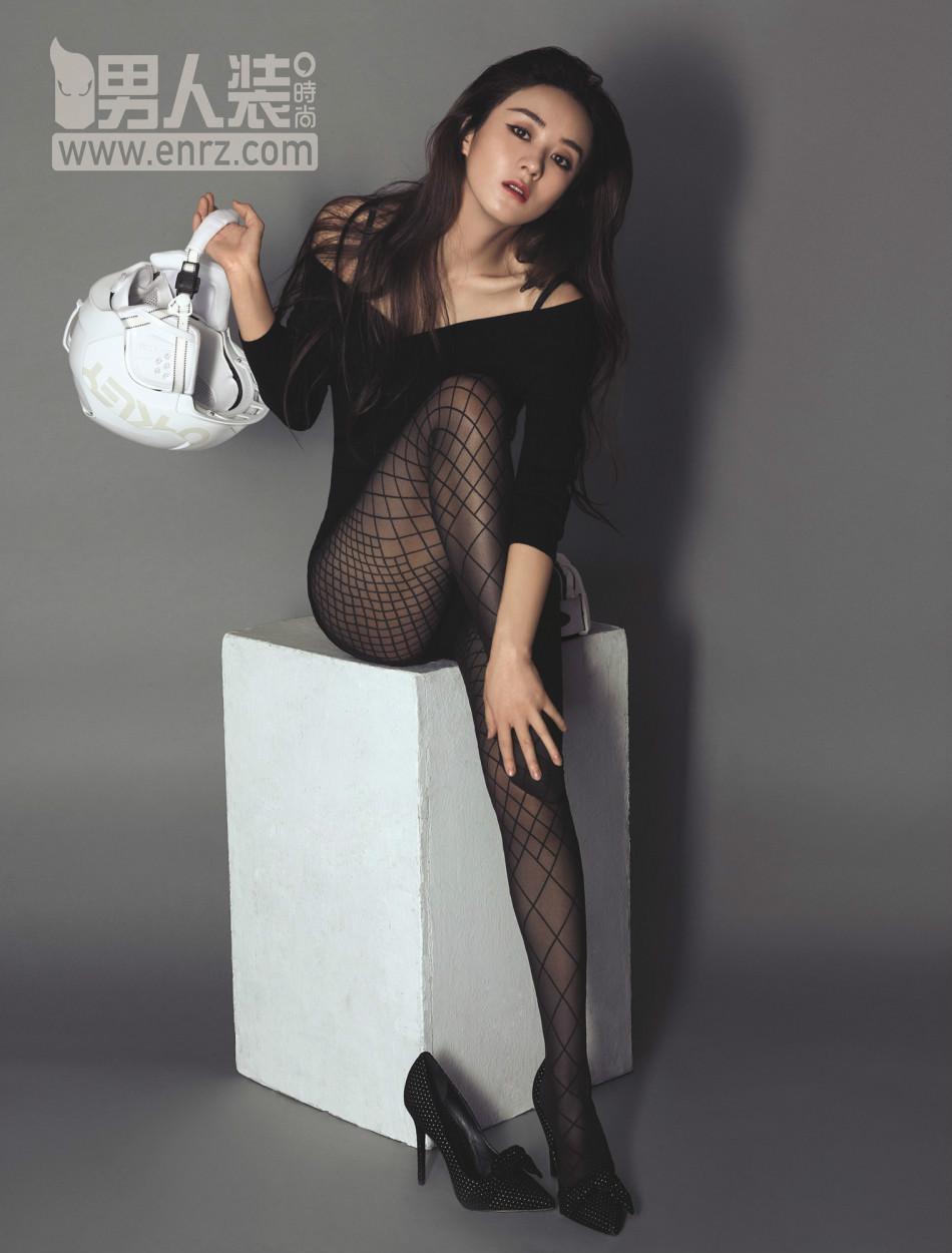 赵丽颖登《男人装》杂志封面变身性感御姐 深v蛮腰出镜美腿修长图片