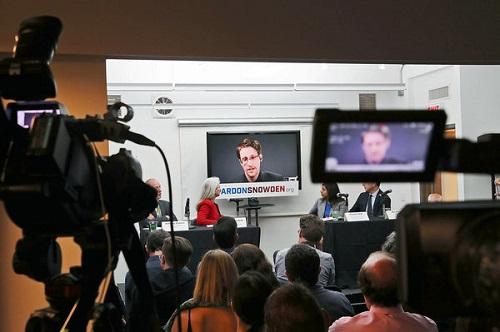 斯诺登在莫斯科视频发布会