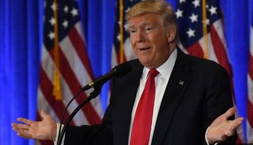 川普在记者招待会上拒绝回答CNN记者的问题