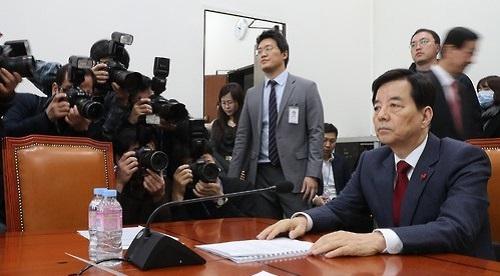 韩国国防部长韩民求接受咨询