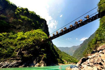 为国家aaaa级旅游风景区.百里峡位于宣汉县东北边缘,距县城110公里.