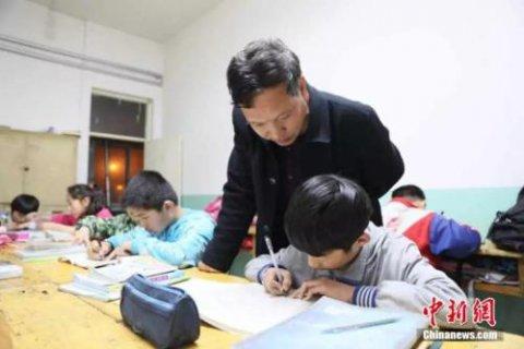 """16年:杨过等到小龙女,他变成73个孤贫孩子的""""爹"""""""