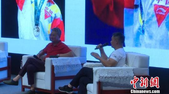 李小双、黄玉斌专场访谈交流会在上海体育学院举行。 郭容 摄