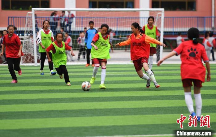 足球改造人 关鸿 小说_关思婷和张桐有孩子吗_有关孩子足球电影