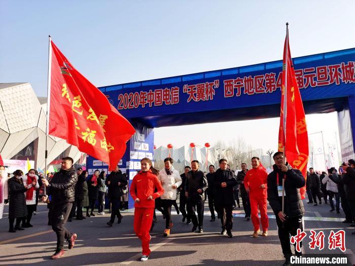 青海西宁万名高原儿女迎新年环城跑赛事连续举办47年