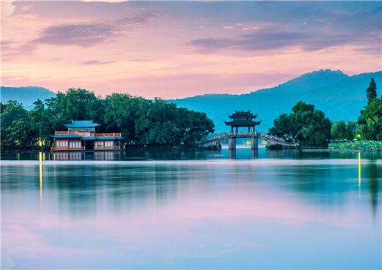 杭州西湖今日有序開放 游客須佩(pei)戴(dai)口(kou)罩參觀游覽 這些景(jing)點持續關閉