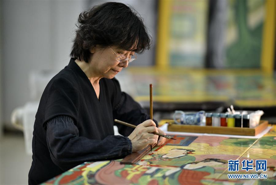 (文化)(1)承恩寺壁画《帝后放飞图》金漆镶嵌彩绘屏风在京完成