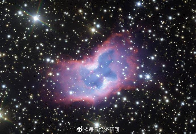 """欧洲南方天文台超大型望远镜拍摄到极为罕见的""""太空蝴蝶"""""""