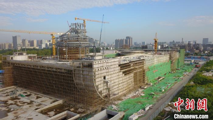 中国大运河博物馆钢结构主体已建成。明年7月前开馆迎客。 孟德龙 摄