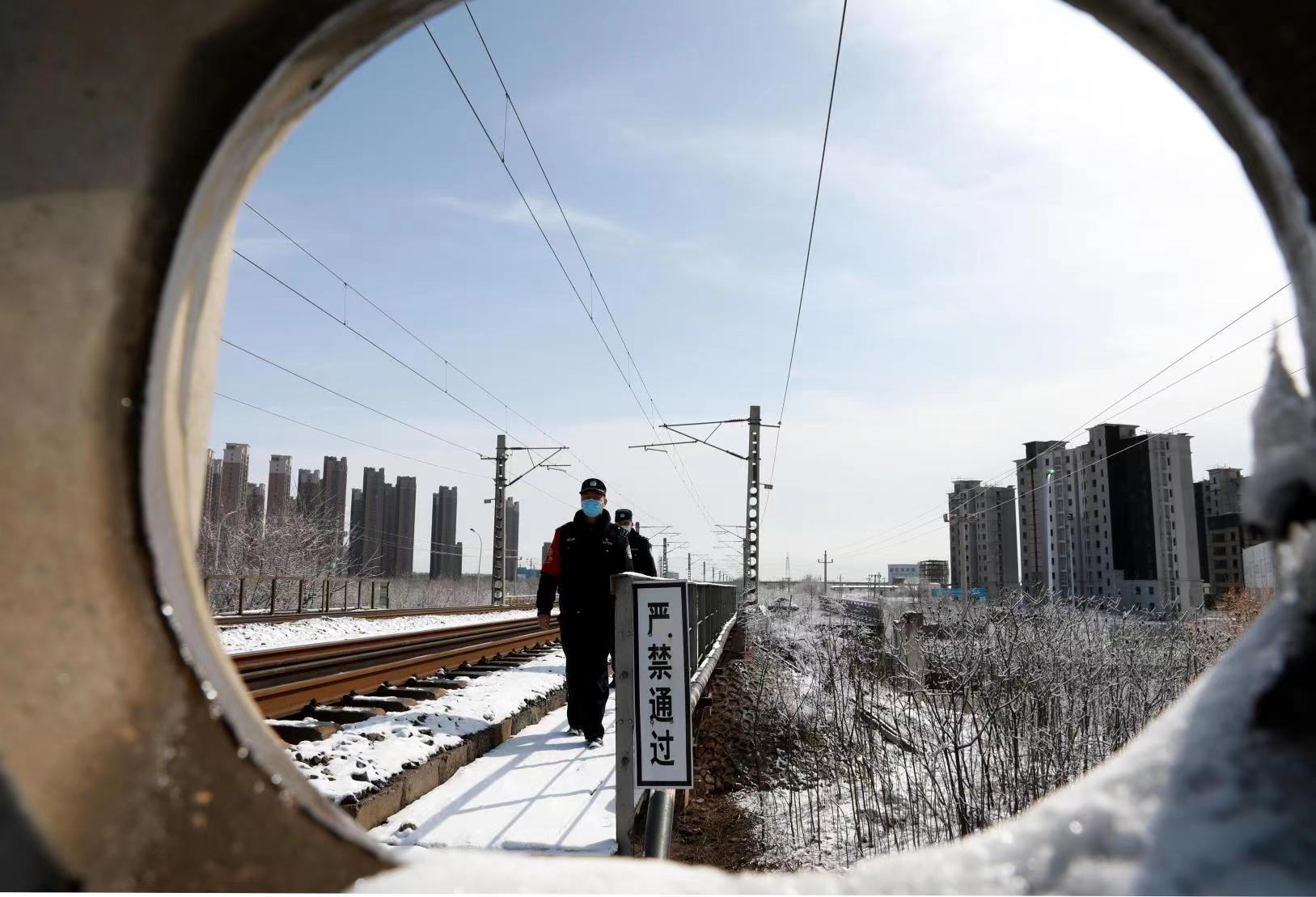 铁路公安机关:力保雨雪天气旅客出行安全